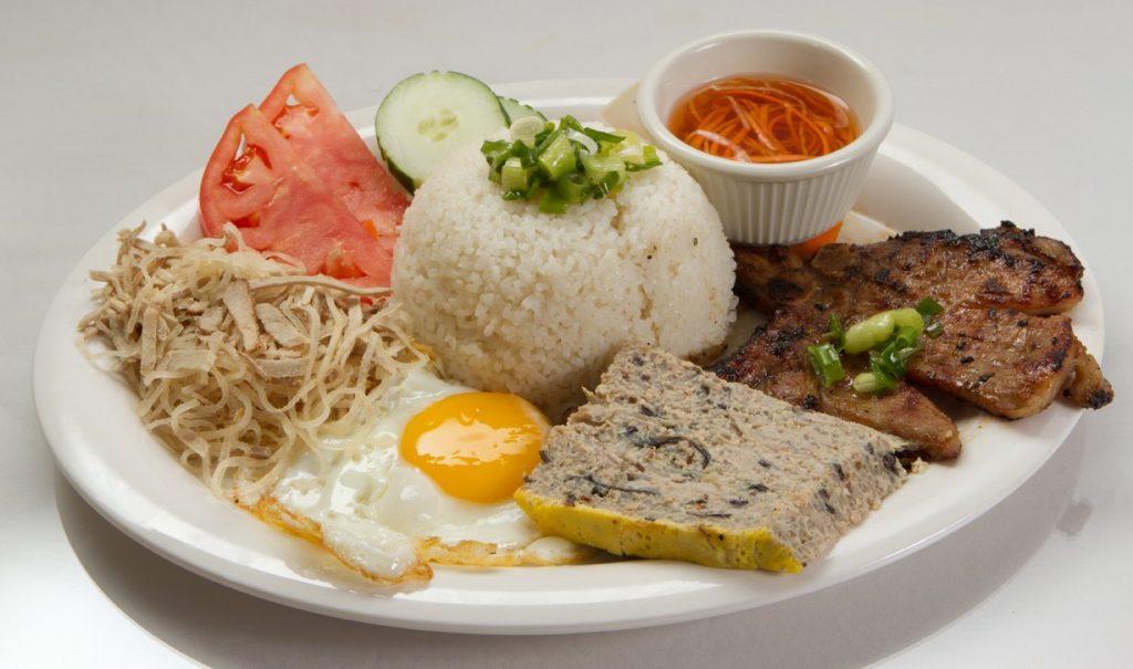 Bạn có thể thưởng thức các món ăn vặt ở Đà Lạt rất ngon.
