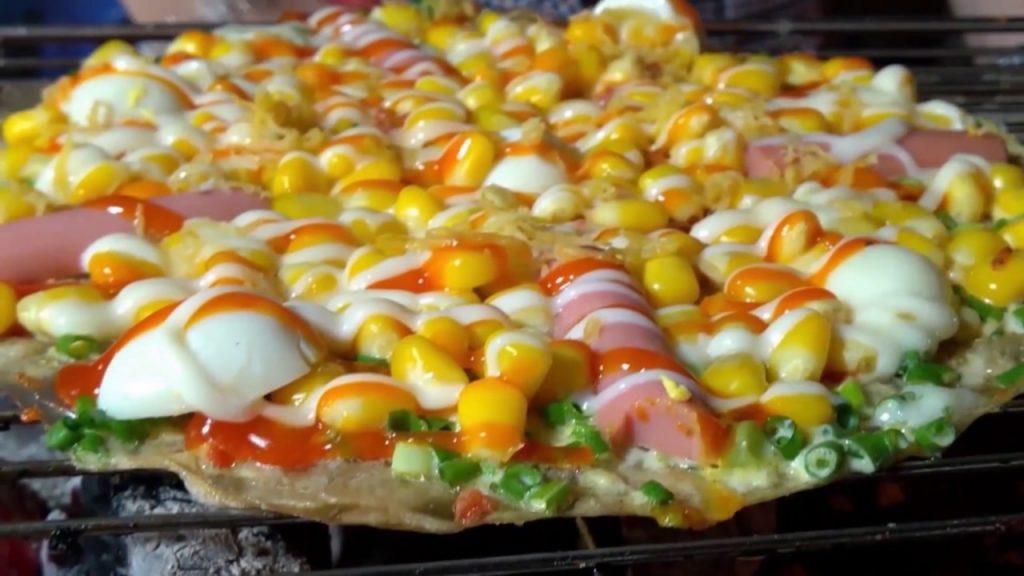 Bánh tráng nướng ở Đà Lạt được coi như pizza Việt Nam