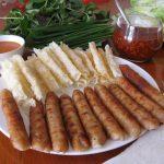 Những món nên ăn ở Đà Lạt không thể bỏ qua nem nướng và chả ram bắp.