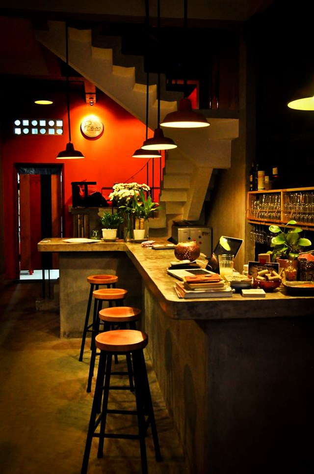 Tầng trệt được tận dụng làm quán cà phê