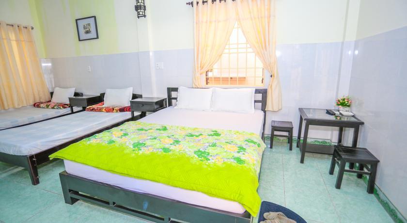 Phòng nghỉ được thiết kế đơn giản nhưng vẫn đầy đủ các thiết bị, máy lạnh, ti vi, bình nóng lạnh,…