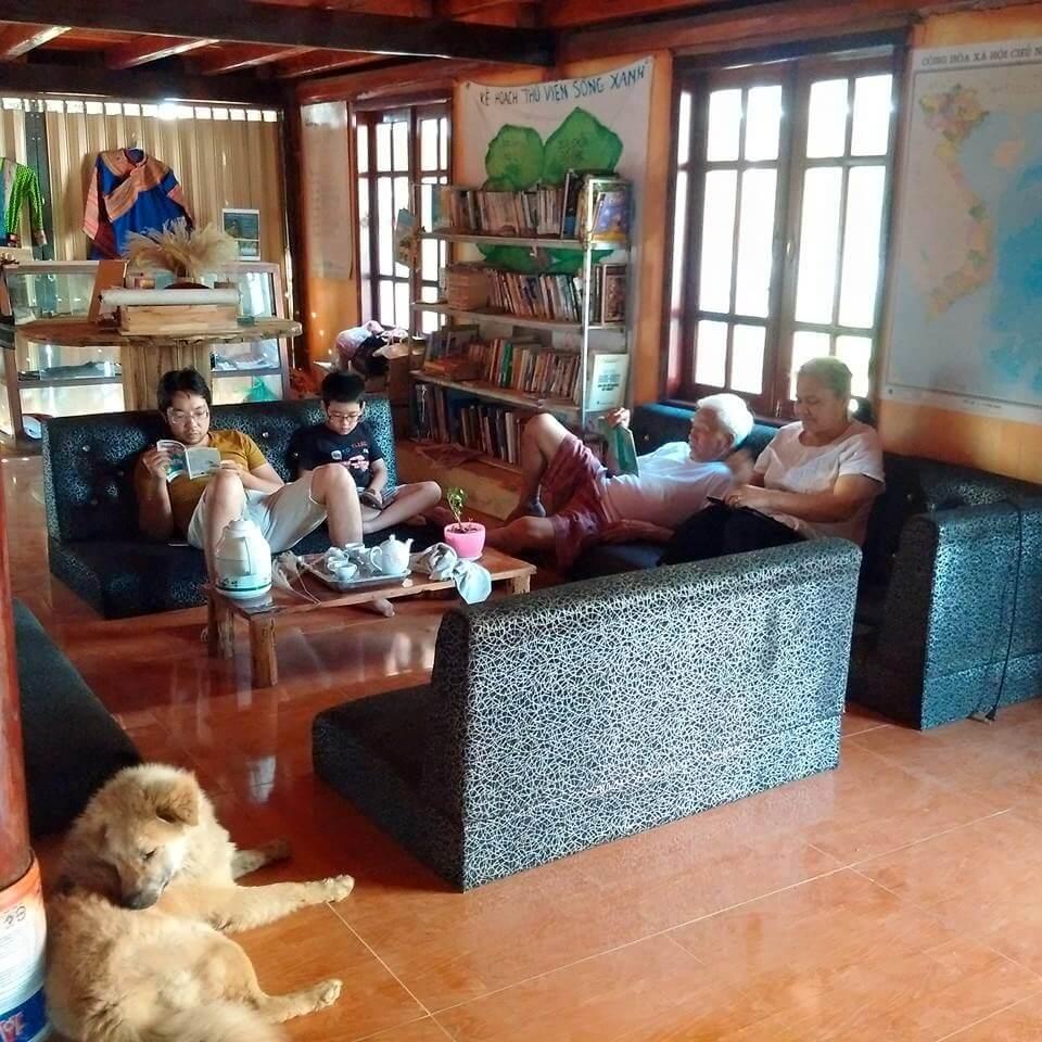 Phòng khách ấm cúng tại Chapi