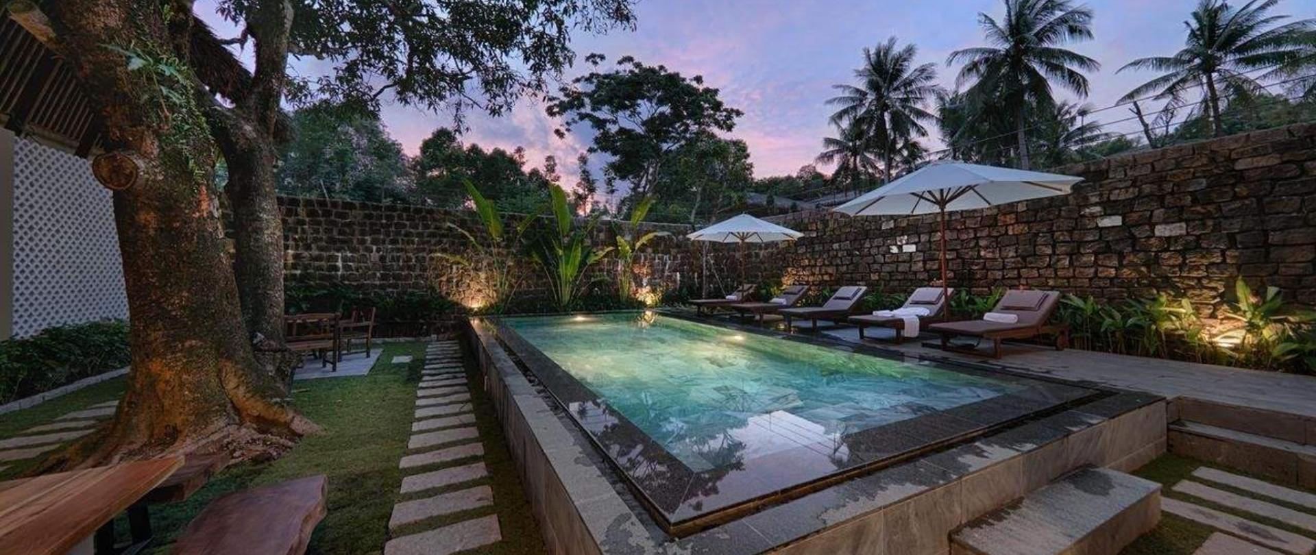 Bể bơi tại 9Station hostel