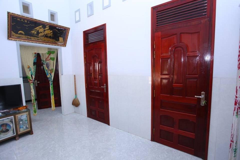 Phòng ốc rộng rãi, sạch sẽ, thoáng mát, có máy lạnh, bình nóng lạnh, wifi miễn phí.