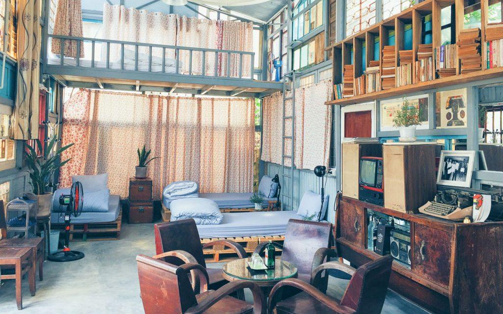 không gian trong nhà được bài trí tỉ mỉ khéo léo