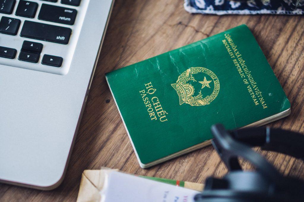 Cần xác nhận cơ quan công an khi làm hộ chiếu cho trẻ.