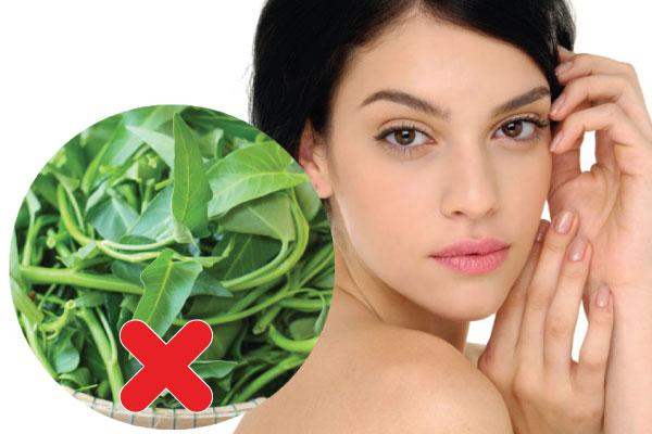 Sau cắt mí mắt nên kiêng ăn rau muống cho đến khi vết cắt hoàn toàn ổn định