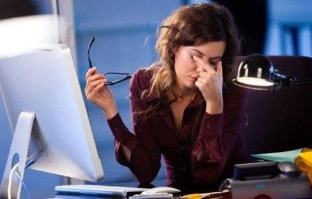 Hạn chế sử dụng máy tính, tivi tránh mỏi mắt