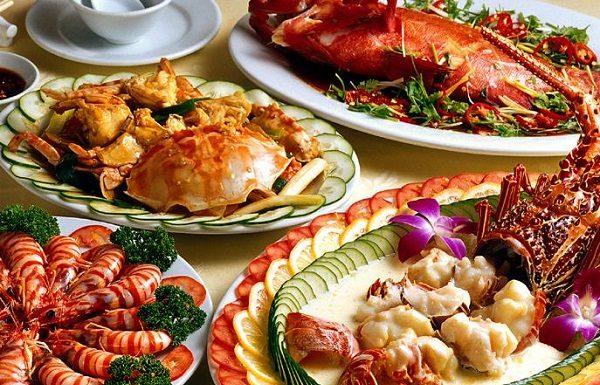 Tuyệt đối kiêng ăn hải sản sau khi cắt mí mắt