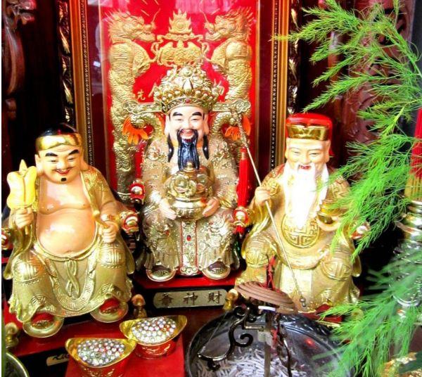 Bàn thờ Cúng Thần Tài trong nhà