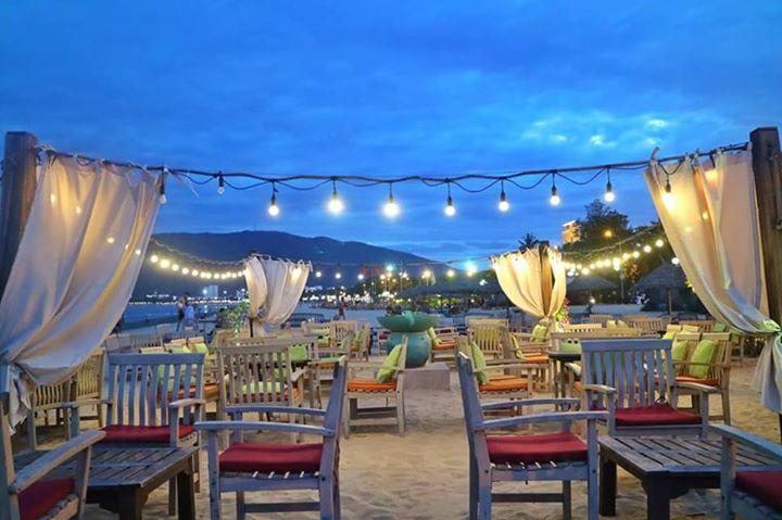 Surf Bar là địa điểm vui chơi về đêm đẹp nhất tại Quy Nhơn