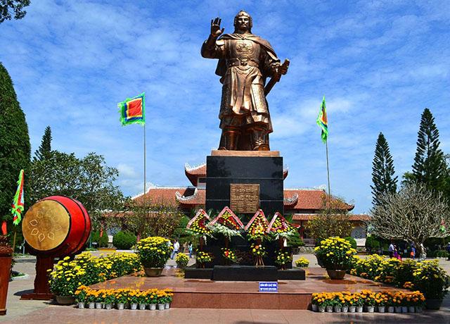 Bảo tàng Quang Trung là di tích lịch sử nên đến để tìm hiểu nhiều hơn về vị anh hùng áo vải của dân tộc