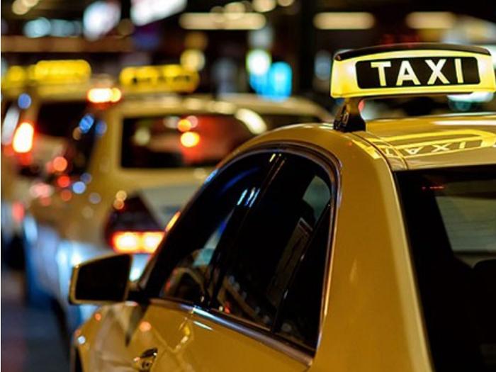 Di chuyển từ Hội An về Đà Nẵng bằng xe taxi